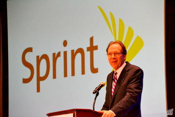 "<a href=""http://news.cnet.com/8301-1035_3-57596067-94/sprint-posts-q2-loss-of-$1.6b-as-2m-subscribers-drop-off/"">米CNETの記事「Can Sprint put the"