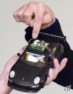 通信モジュールを搭載した車載用ボード(アプトポッドが開発)