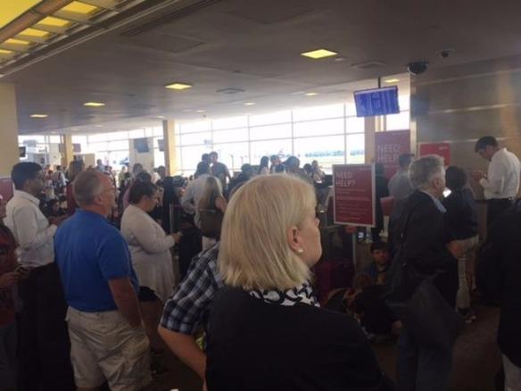デルタ航空、停電でシステム障害--740便以上が欠航に