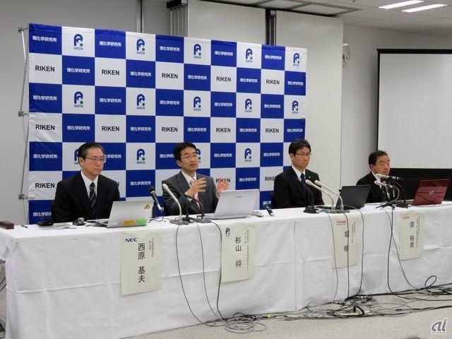 左からNECの西原氏、理研AIPの杉山氏、東芝の堀氏、富士通研究所の原氏