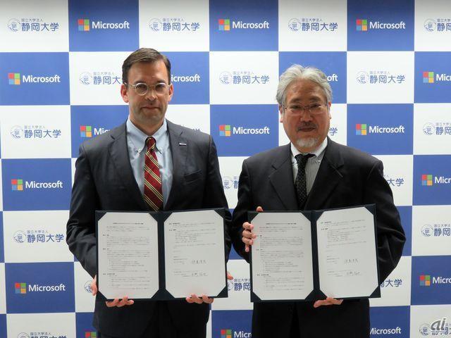 静岡大学の伊東幸宏学長(右)と日本マイクロソフトの平野氏