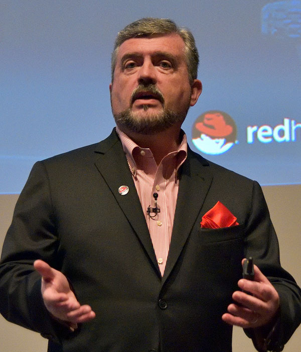 米Red Hat Executive Vice President and Chief Marketing OfficerのTim Yeaton氏
