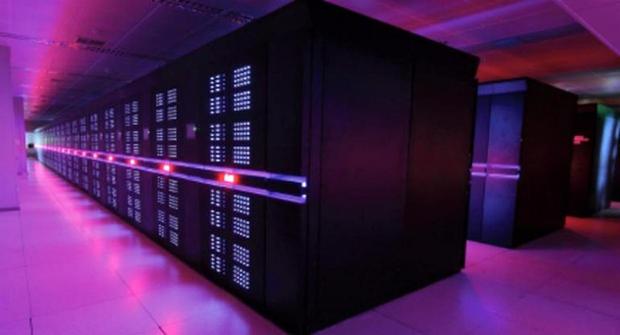 米国のスーパーコンピュータはかつて、世界最速ランキングで上位を占めていたが、現在では欧州や中国のマシンに圧倒されつつある。   最も高性能なスーパーコンピュータのランキング「TOP500」の最新版が2017年6月に発表された。今回のランキングでも、首位に輝いたのは中国の「Sunway TaihuLight(神威・太湖之光)」だった。このスパコンは1秒間に9京3000兆回の演算処理を実行できる。   上位25位の顔ぶれはそこかしこで変わっているとはいえ、今回もほとんどのマシンがIntel製のCPUを大量に搭載しており、ものによってはNVIDIAのGPUや、Intelのメニーコアプロセッサ「Xeon Phi」の力を借りてもいる。   本記事では、このランキングで25位以内に入ったマシンを紹介する。