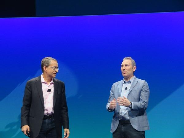VMwareのCEO、Pat Gelsinger氏(左)とAWSのCEO、Andy Jassy氏