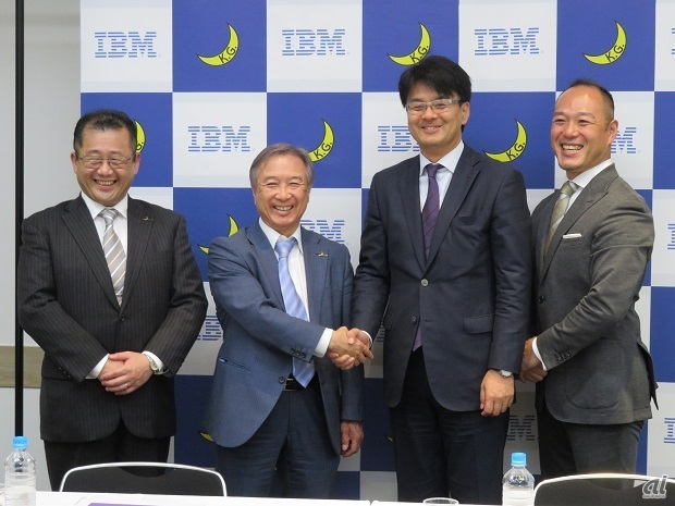 左から、関西学院大学の巳波弘佳 学長補佐、村田氏、日本IBMの山口明夫 取締役専務執行役員、石田秀樹グローバル・ビジネス・サービス事業本部パートナー