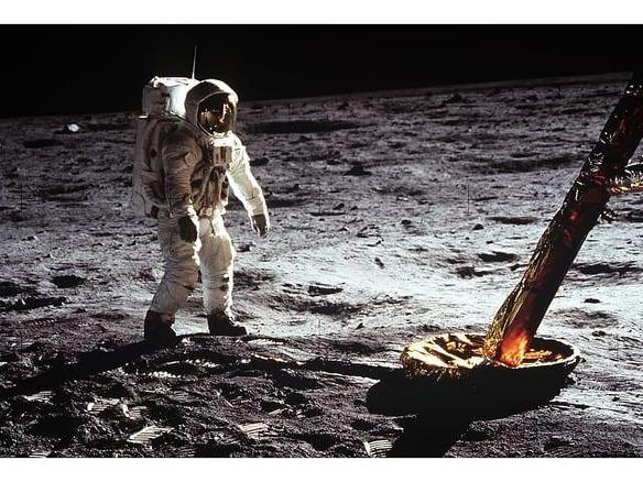 月面着陸から50年、人々は宇宙への旅をどのようにとらえているか ...